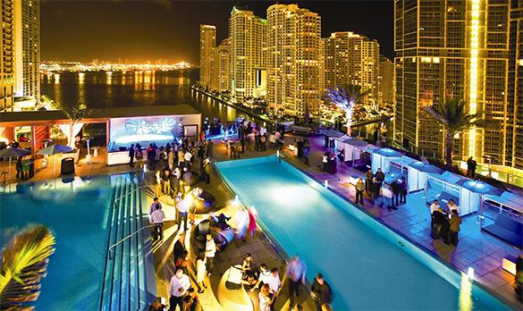 Awesome Plong E Dans Les Pooldecks De Miami French Morning   Piscine Faisanderie  Fontainebleau .