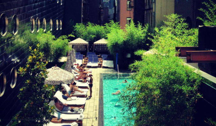 Plong e dans les meilleures piscines de new york french for Hotel avec piscine new york