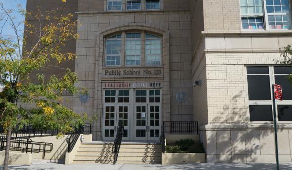 L'école bilingue français-anglais PS 133 dans le quartier de Park Slope.