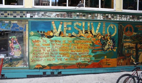 Le Vesuvio Cafe sur Colombus avenue. (Credit: Gary Stevens/Flickr)