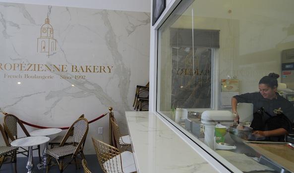 Le labo de cuisine est ouvert sur le salon. /S.C