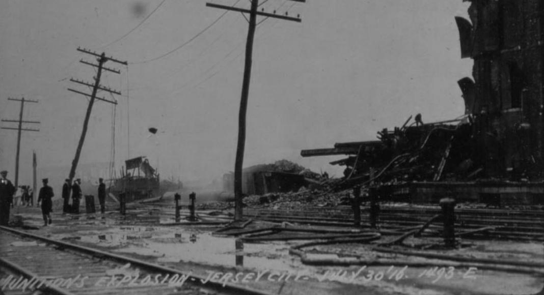 Les conséquences de l'explosion de Black Tom, à Jersey City, en 1916. (Photo: Wikimedia Commons)
