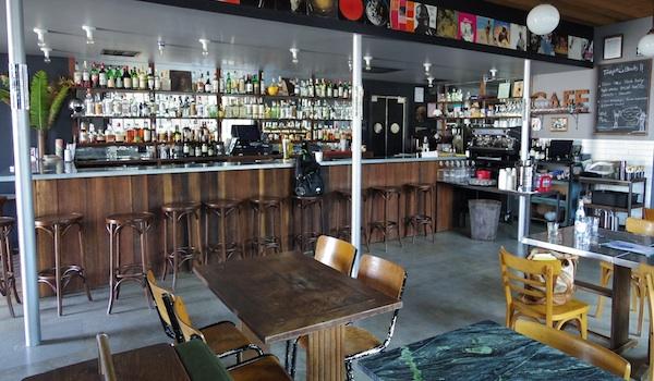 Le premier bar, conçu comme un lobby, a été imaginé par Guillaume Blestel.