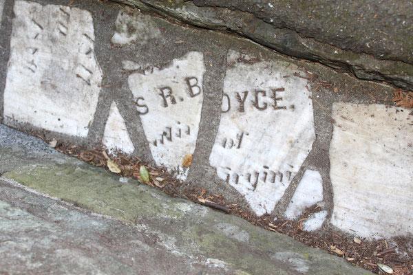 Dans Buena Vista Park, les restes de pierres tombales ont servi à construire les canivaux