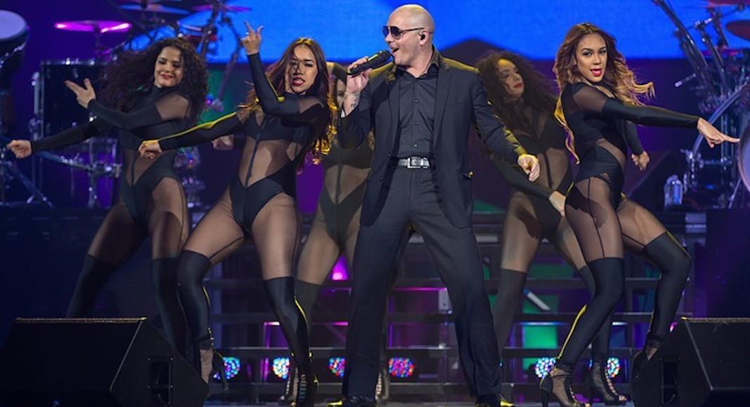 Pitbull's New Year's Revolution© Ralph Arvesen