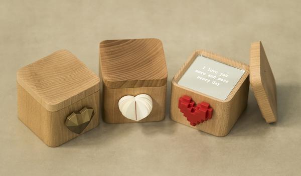 La boîte connectée se décline avec trois coeurs différents: en pixel rouge, en papier ou bien doré. (Crédit: LoveBox)