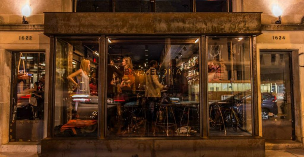Le Barcelone Wine Bar a également un livre où toutes les recettes y sont partagées.