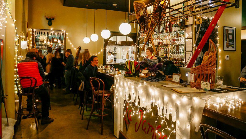 """Cet hiver, la propriétaire du restaurant a lancé le thème """"Après-ski"""" avec des recettes alpines et des vins de Savoie."""