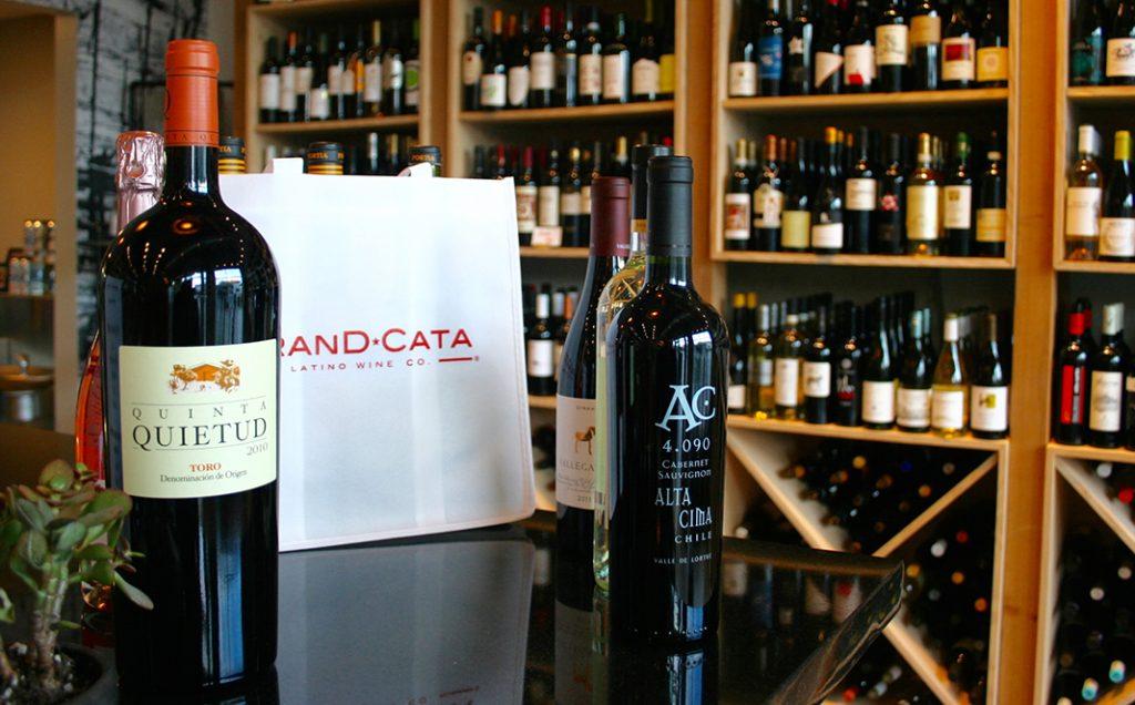 Le magasin offre des cours de dégustations en groupe avec Julio et Pedro, les fondateurs de Grand Cata.
