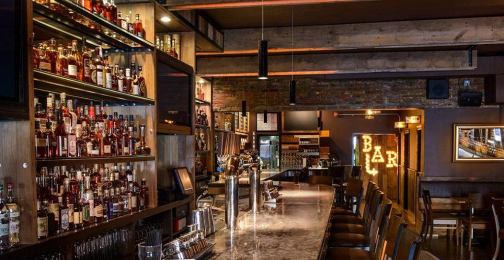 Le bar est aussi un restaurant avec un brunch apprécié des Washingtonians.