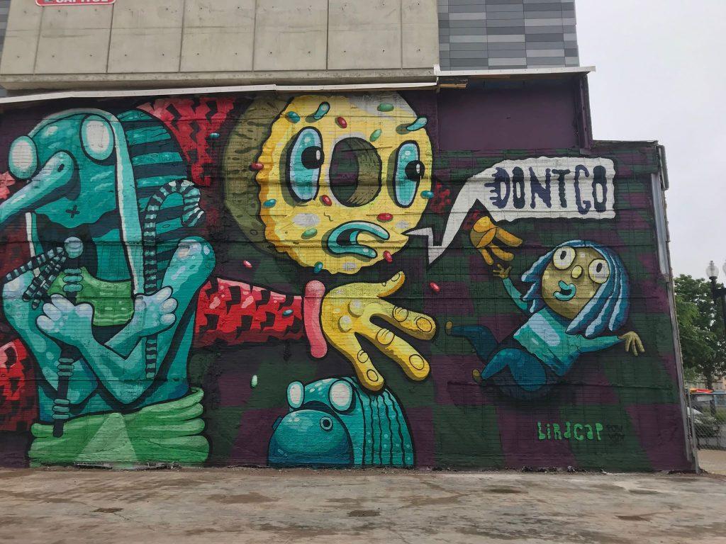 Grafitti de Birdcap sur un mur de New York Avenue dans le quartier de NoMa