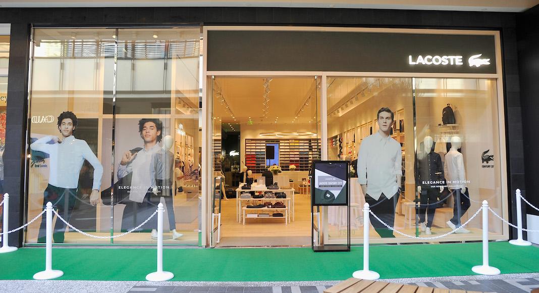 5f846dfbef4 La décoration des magasins Lacoste est réalisée par leurs architectes à  Paris